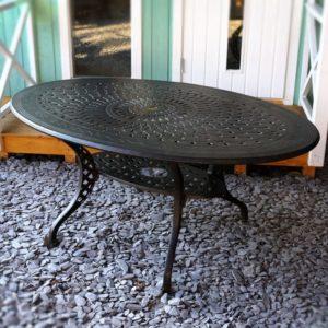 Gartenmöbel - Tisch aus Metall